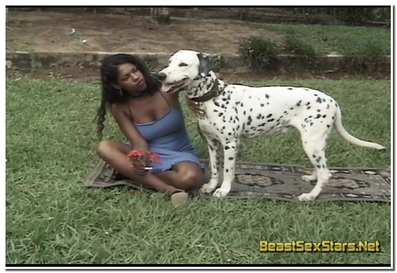 AnimalFlix.Com - Black Girl Fucks And Sucks Dog