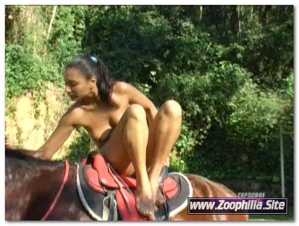 Topscore – Horse Loves Ass