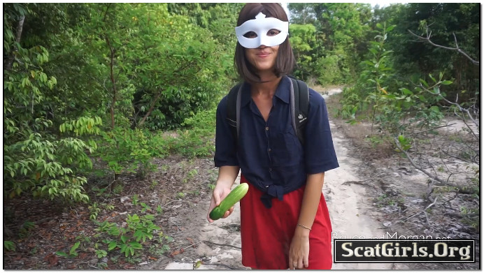 Morgan Plays With Veggies – BruceAndMorgan